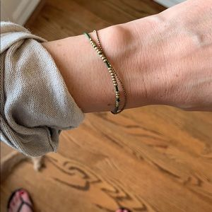Dainty leather bracelet. Green and gold.
